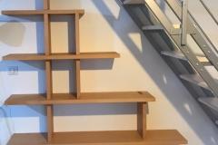 étagère hêtre en habillage escalier